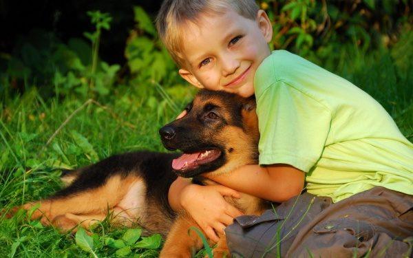 Prava prijatelja -deček in pes