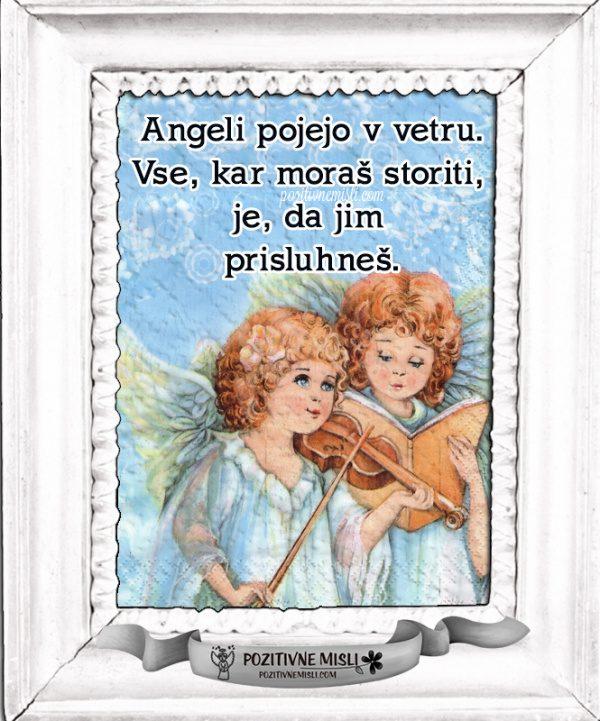 Angeli pojejo ...